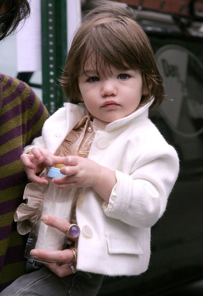 Suri Cruise: Từ công chúa Hollywood được cưng chiều như trứng mỏng đến cô bé nông thôn thiếu vắng tình cha  - Ảnh 2.