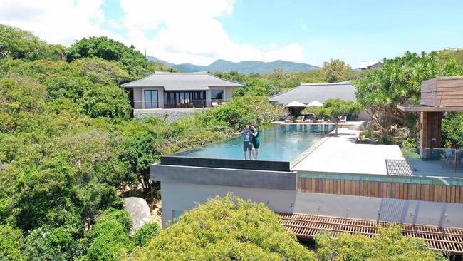 Cường Đô La khoe ảnh ngọt ngào bên Đàm Thu Trang ở resort 6 sao, dân mạng rôm rả bàn tán về giá phòng trên trời - Ảnh 2.