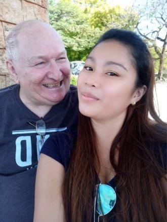 Cụ ông 71 tuổi trúng tiếng sét ái tình của cô gái 23 ngay lần nói chuyện đầu tiên - Ảnh 1.