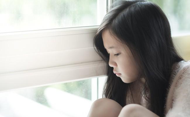 Cần dùng cách nói dễ hiểu để trẻ không bị sốc. (Ảnh minh họa)