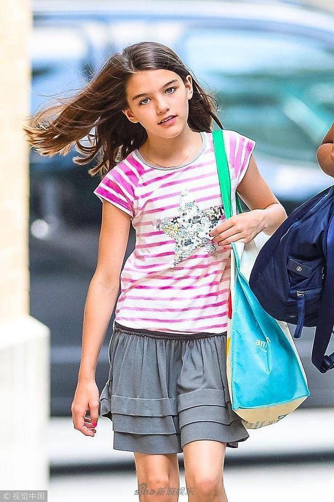Suri Cruise: Từ công chúa Hollywood được cưng chiều như trứng mỏng đến cô bé nông thôn thiếu vắng tình cha  - Ảnh 8.