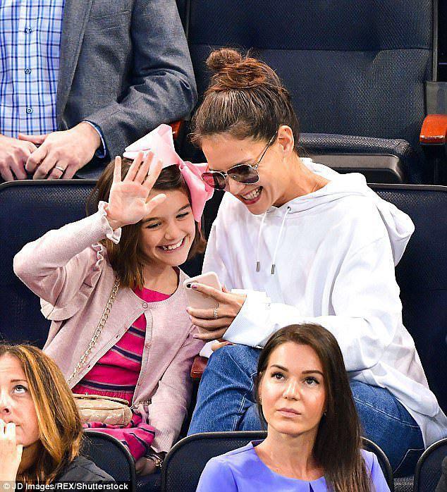 Suri Cruise: Từ công chúa Hollywood được cưng chiều như trứng mỏng đến cô bé nông thôn thiếu vắng tình cha  - Ảnh 9.