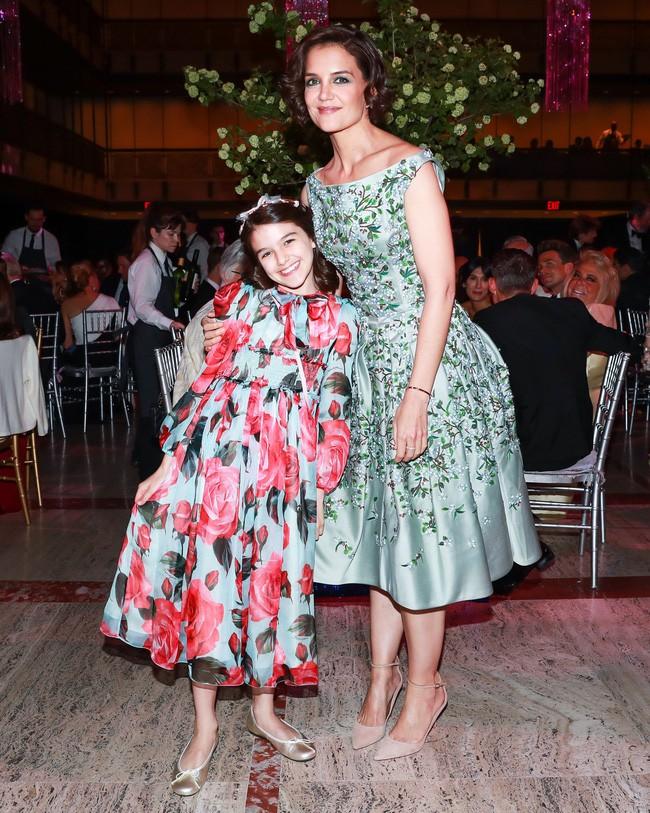 Suri Cruise: Từ công chúa Hollywood được cưng chiều như trứng mỏng đến cô bé nông thôn thiếu vắng tình cha  - Ảnh 11.
