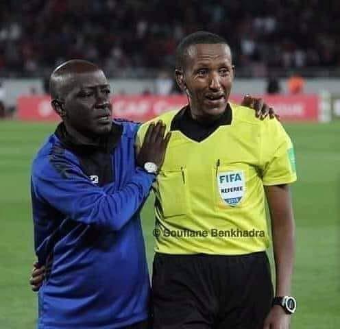 Trọng tài bật khóc khi chứng kiến thủ môn bị chấn thương khủng khiếp - Ảnh 1.
