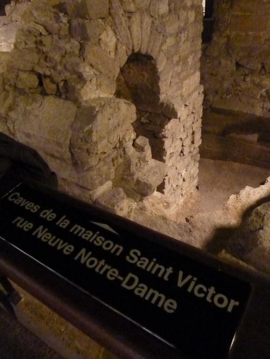 Các hầm của một ngôi nhà đã từng đứng trước nhà thờ.