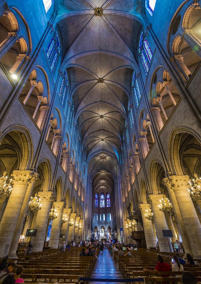 Vẻ đẹp tráng lệ bên trong Nhà thờ Đức Bà Paris. Nguồn: Westcoaster