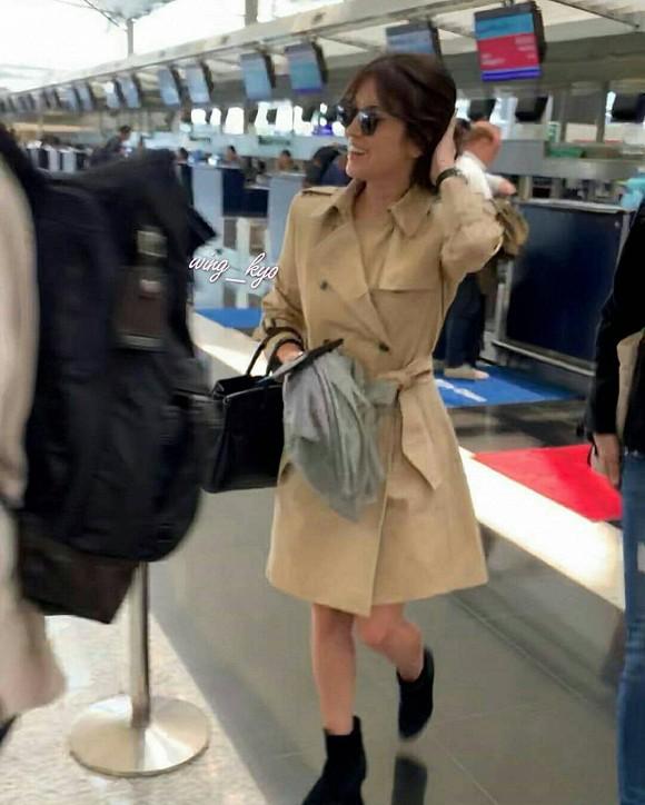 Xuất hiện tại sân bay sau chuyến công tác xa chồng, Song Hye Kyo gầy tới mức khó tin - ảnh 1