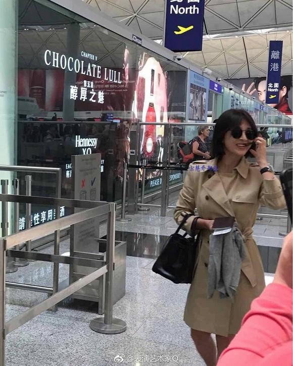 Xuất hiện tại sân bay sau chuyến công tác xa chồng, Song Hye Kyo gầy tới mức khó tin - ảnh 2