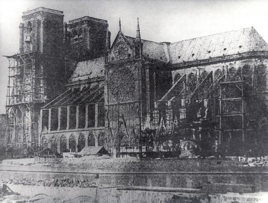Nhà thờ Đức Bà: Ngụ ý ẩn sau các bức tượng 'ác quỷ quan sát thành Paris' - ảnh 4