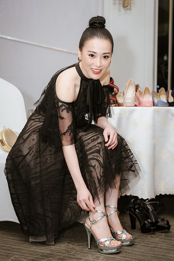 Quỳnh búp bê Phương Oanh tái xuất sàn catwalk, trình diễn ấn tượng - ảnh 2