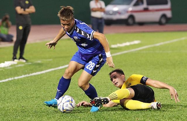 Hành trình gian nan của cậu bé đánh giày đến sàn diễn V-League - Ảnh 4.