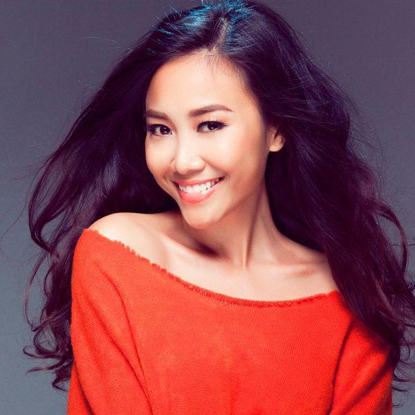 Chị em nhà Đoan Trang: Chị lấy chồng Tây giàu có, em kín tiếng được đồng nghiệp nể phục - Ảnh 1.