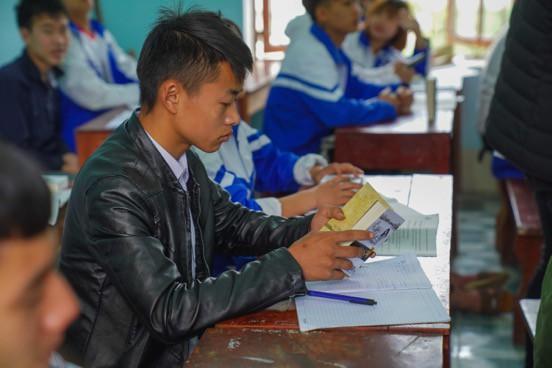 Khát vọng thay đổi cuộc đời và lòng hiếu học của những đứa trẻ vùng cao nơi địa đầu Tổ quốc - Ảnh 12.