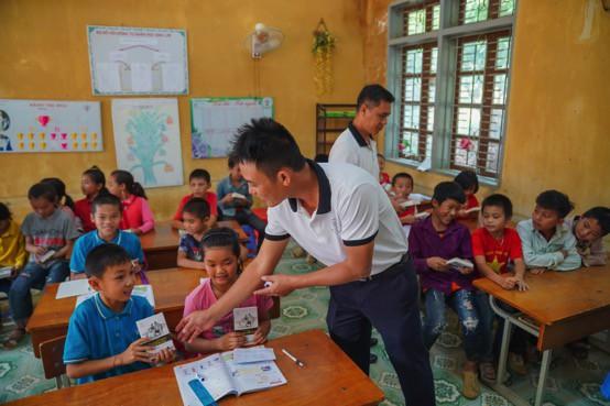 Khát vọng thay đổi cuộc đời và lòng hiếu học của những đứa trẻ vùng cao nơi địa đầu Tổ quốc - Ảnh 14.