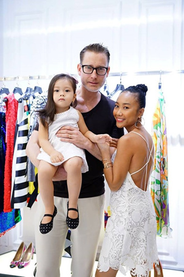 Chị em nhà Đoan Trang: Chị lấy chồng Tây giàu có, em kín tiếng được đồng nghiệp nể phục - Ảnh 3.