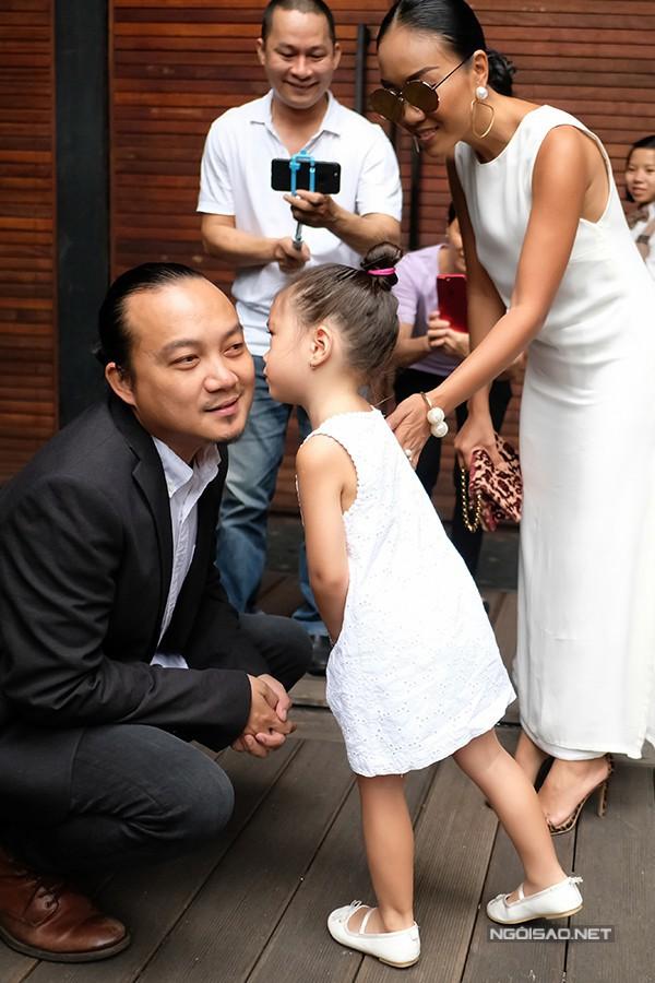 Chị em nhà Đoan Trang: Chị lấy chồng Tây giàu có, em kín tiếng được đồng nghiệp nể phục - Ảnh 5.