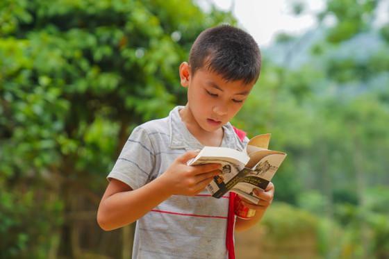 Khát vọng thay đổi cuộc đời và lòng hiếu học của những đứa trẻ vùng cao nơi địa đầu Tổ quốc - Ảnh 8.