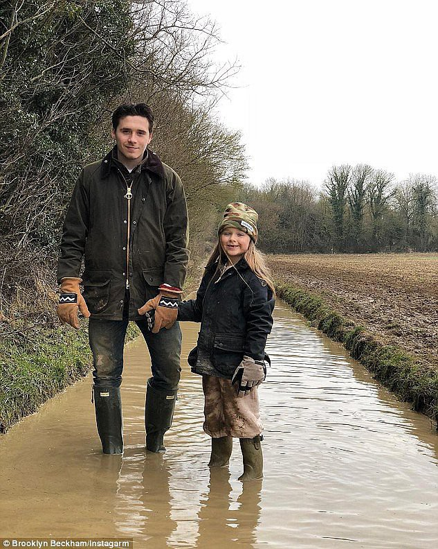 Tiểu công chúa Harper Beckham: Cuộc sống quý tộc phủ kín bằng tình thân và hàng hiệu của cô bé hạnh phúc nhất Hollywood - Ảnh 9.