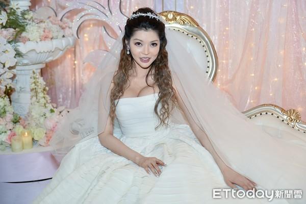 Siêu mẫu nóng bỏng lấy tỷ phú xấu nhất Đài Loan: Tôi nhận lời cầu hôn vì chồng quá đẹp trai - Ảnh 11.