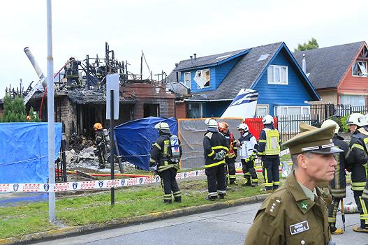 Máy bay đâm vào nhà dân, 6 người thiệt mạng - Ảnh 3.