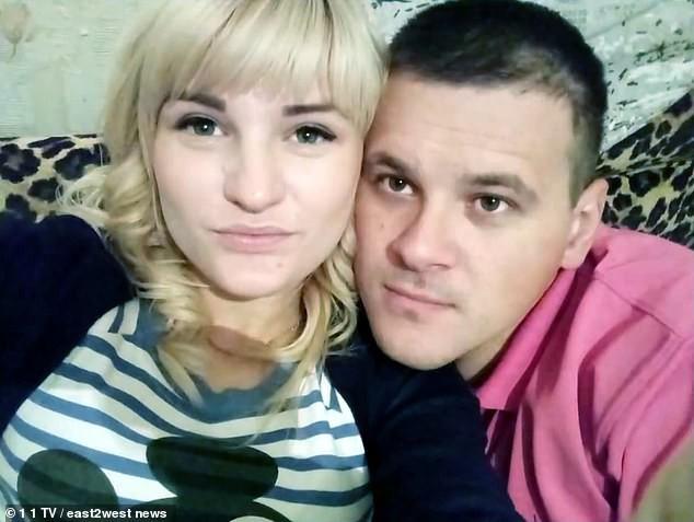 Mẹ trẻ giam giữ hai con suốt 9 ngày để đi chơi với nhân tình khiến con trai chết đói, con gái chỉ còn da bọc xương - Ảnh 3.