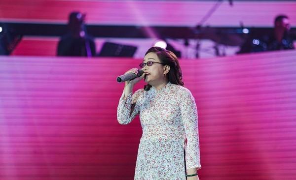 Quang Lê bật khóc khi nghe ca sĩ khiếm thị hát Bolero hay như Giao Linh - Ảnh 3.