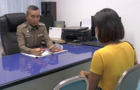 Mặc cũng như không khi tham dự lễ hội Songkran, cô gái nhận bài học nhớ đời - Ảnh 2.