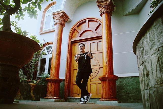 Cuộc sống trong căn nhà hơn 200 tỷ của nam ca sĩ khiến Quỳnh Nga âm thầm yêu suốt 2 năm - Ảnh 4.