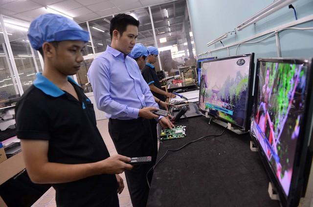 """Chân dung cá mập mới toanh tham dự Shark Tank mùa 3: Bỏ học đại học, bôn ba áp tải hàng từ Móng Cái tới ông chủ hãng tivi """"made in Vietnam"""" - Ảnh 1."""