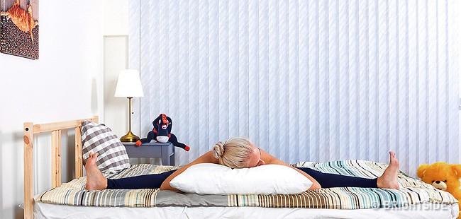 6 tư thế nằm giúp bạn chìm vào giấc ngủ ngay lập tức: Thực hiện hàng ngày hiệu quả rất tốt - Ảnh 5.