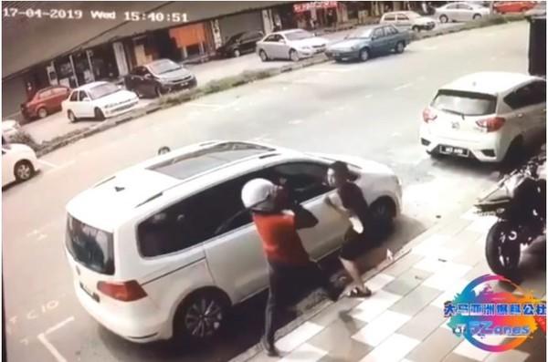 Vợ dũng cảm lao ra bảo vệ chồng khỏi kẻ biến thái tấn công bằng dao rựa giữa đường - Ảnh 2.