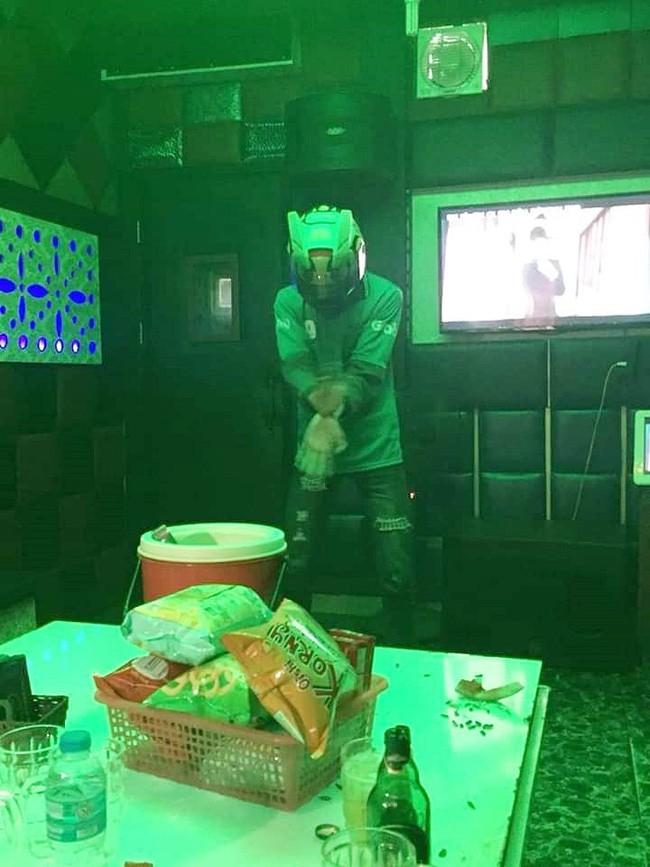 Cô gái trẻ đòi chia tay vì bạn trai mặc nguyên đồng phục xe ôm tới 'quẩy' ở quán karaoke và sự thật ngỡ ngàng - ảnh 2