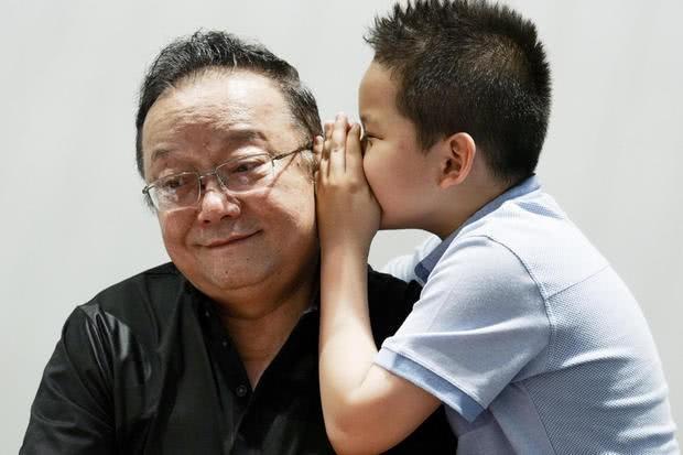 Sau 3 lần kết hôn, Hòa thân đáng ghét nhất Trung Quốc Vương Cương tận hưởng cuộc sống an nhàn bên con cháu - ảnh 3
