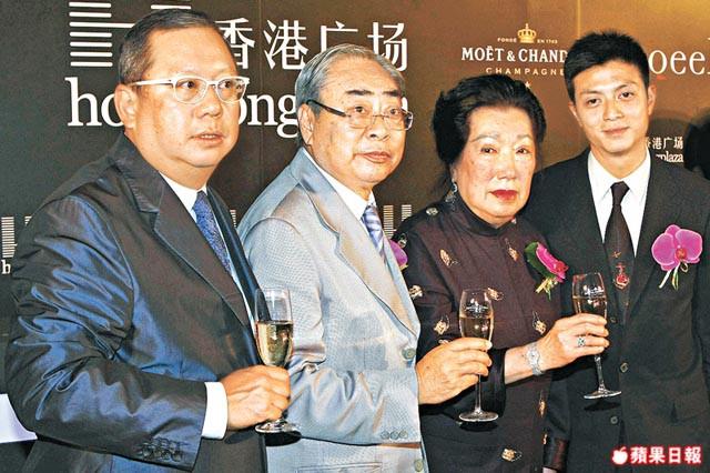 Gia tộc phong lưu nhất Hong Kong: Anh U90 cặp thiếu nữ tuổi cháu, em chuyên săn minh tinh - Ảnh 1.