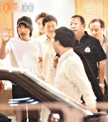 Gia tộc phong lưu nhất Hong Kong: Anh U90 cặp thiếu nữ tuổi cháu, em chuyên săn minh tinh - Ảnh 3.