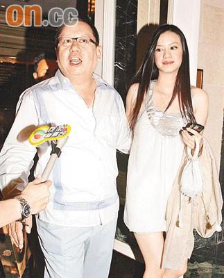 Gia tộc phong lưu nhất Hong Kong: Anh U90 cặp thiếu nữ tuổi cháu, em chuyên săn minh tinh - Ảnh 7.