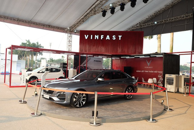 VinFast bắt đầu cho người mua xe chọn 'option': Giá hàng trăm triệu đồng nhưng cách làm khác biệt với các hãng xe khác  - Ảnh 1.
