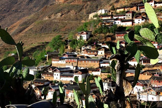Lặng ngắm ngôi làng cổ yên bình, rất ít người biết đến trên vách đá khổng lồ tại Trung Quốc: Một lần tới Bảo Sơn, cả đời ấn tượng khó quên! - Ảnh 18.