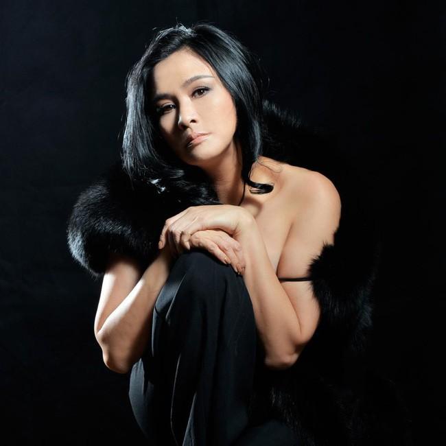 Đường hôn nhân của 4 Diva Việt: Người xấu lạ yên ổn với cuộc hôn nhân duy nhất, người hồng nhan thì lận đận truân chuyên - tuổi 50 vẫn cô đơn - Ảnh 5.