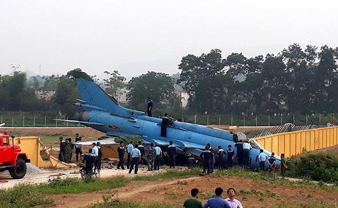Ảnh hiện trường vụ máy bay Su-22 gặp nạn ở Yên Bái - Ảnh 1.