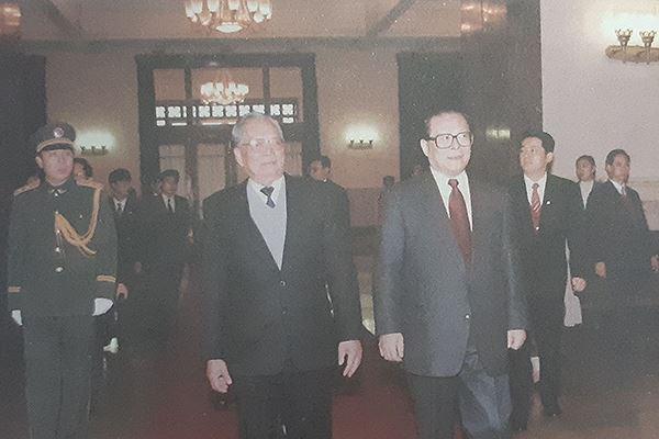 Những bức ảnh hiếm của nguyên Chủ tịch nước Lê Đức Anh và nguyên thủ các nước - Ảnh 3.