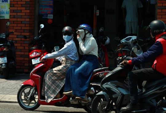 Nắng nóng đến độ chảy bút sáp màu ở Việt Nam lên báo Mỹ - Ảnh 2.