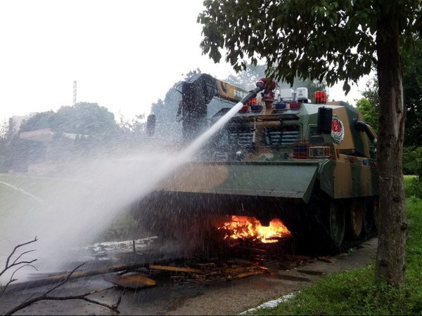 Chuyện có thật! - Chuyên gia Mỹ ngạc nhiên trước cách dùng pháo và xe tăng của Trung Quốc - Ảnh 2.