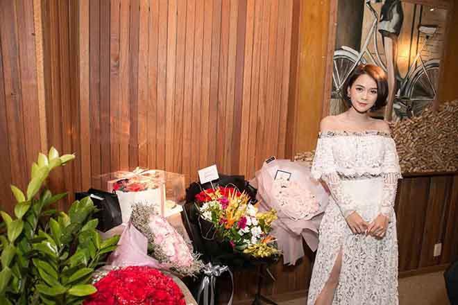 Cuộc sống xa hoa với khối tài sản hơn 50 tỷ đồng của bạn gái màn ảnh Trường Giang - Ảnh 9.