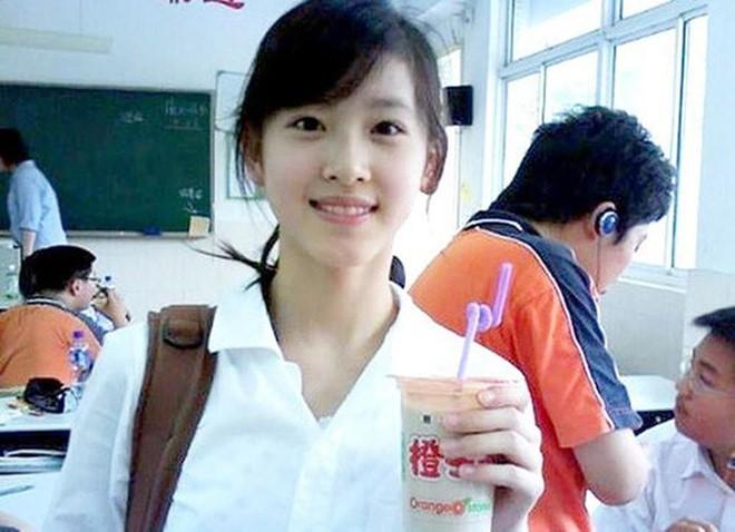 Cuộc sống của hot girl trà sữa Trung Quốc: Xa hoa nhưng tủi nhục vì lấy đại gia - Ảnh 1.