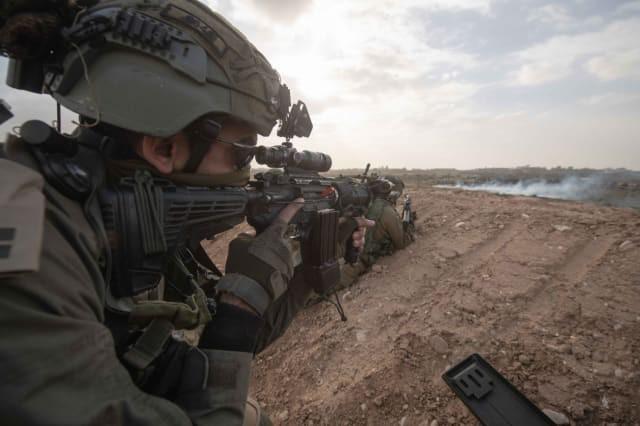 Israel vũ trang tận răng để chống người Palestine biểu tình ở biên giới Gaza - ảnh 8