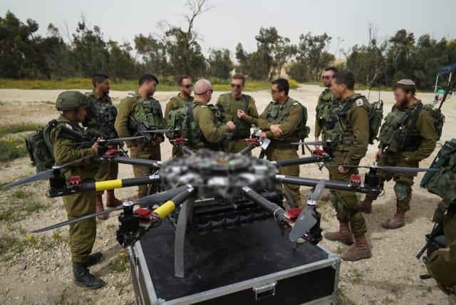 Israel vũ trang tận răng để chống người Palestine biểu tình ở biên giới Gaza - ảnh 1