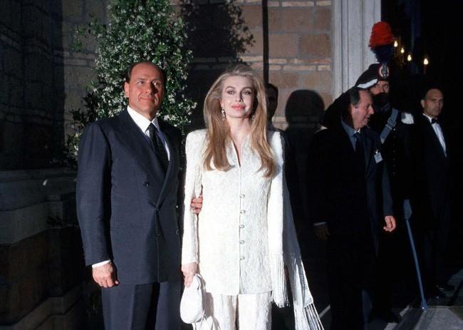 Bản lĩnh hậu như vợ cựu Thủ Tướng Ý: Ly hôn khi chồng thả thính
