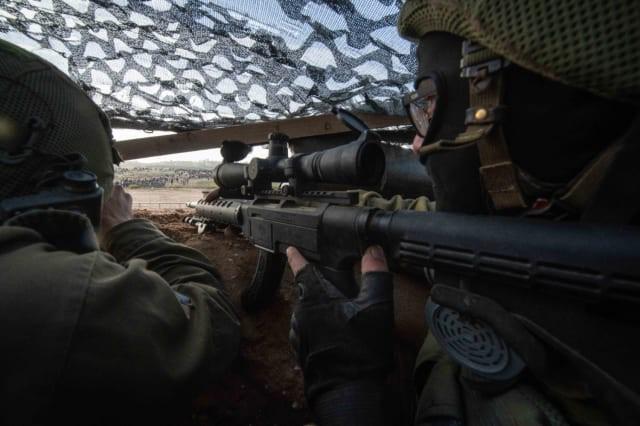 Israel vũ trang tận răng để chống người Palestine biểu tình ở biên giới Gaza - ảnh 2