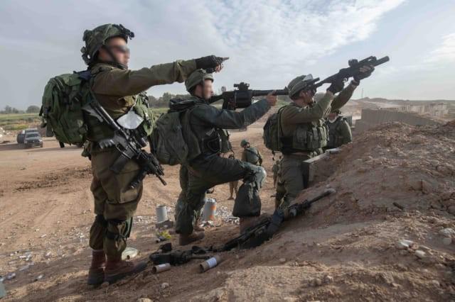 Israel vũ trang tận răng để chống người Palestine biểu tình ở biên giới Gaza - ảnh 3